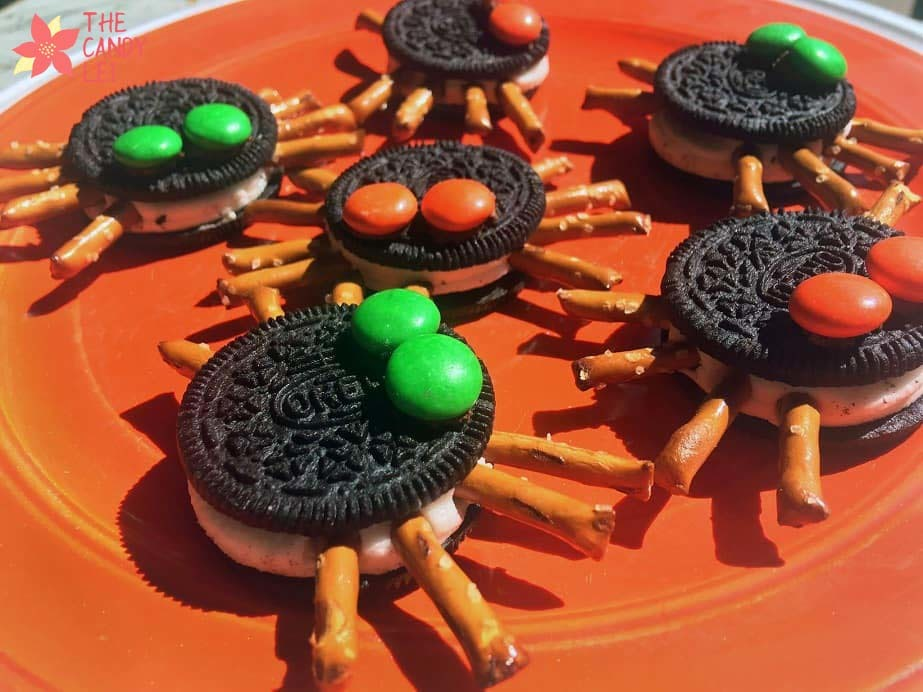 Finished Halloween spider cookies