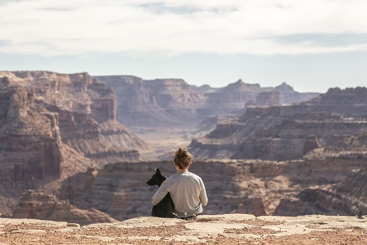 Girl with her dog at the grand canyon as a senior picture idea